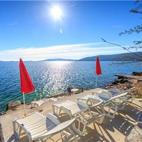 4 Bedroom Beachfront Villa with Pool in Seget Vranjica, sleeps 9