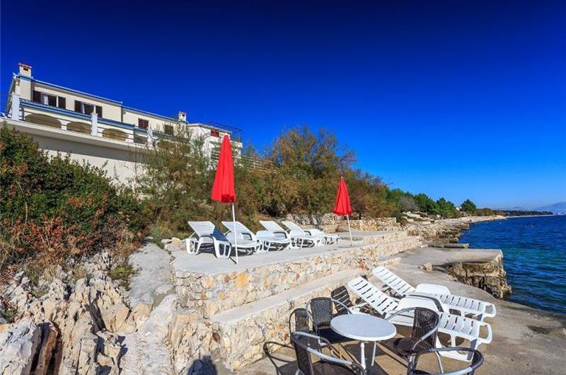 4 Bedroom Beachfront Villa with Pool in Seget Vranjica, sleeps 9