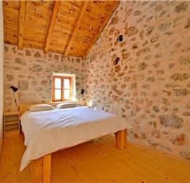 2 Bedroom Countryside Cottage near Starigrad in Zadar, sleeps 4