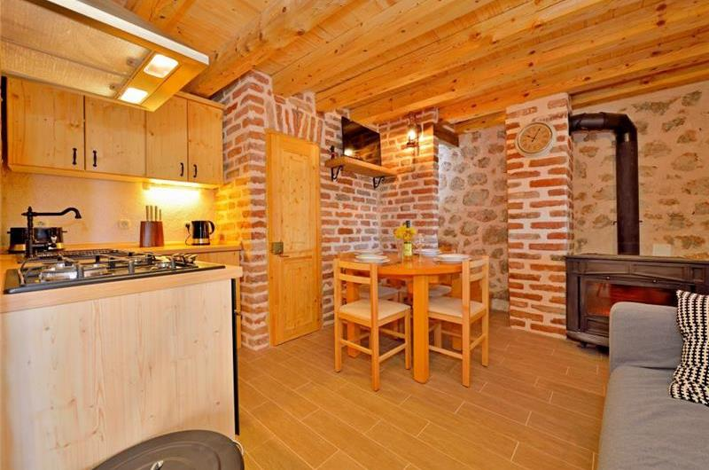 2 Bedroom Countryside Cottage near Starigrad in Zadar, sleeps 4