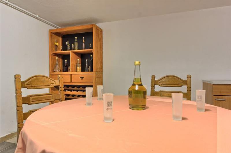 4 Bedroom Beachfront Villa with Pool on Ciovo, sleeps 8