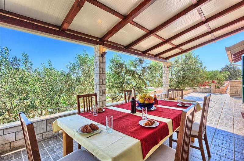 4 Bedroom Beachfront Villa with Pool on Ciovo, sleeps 8