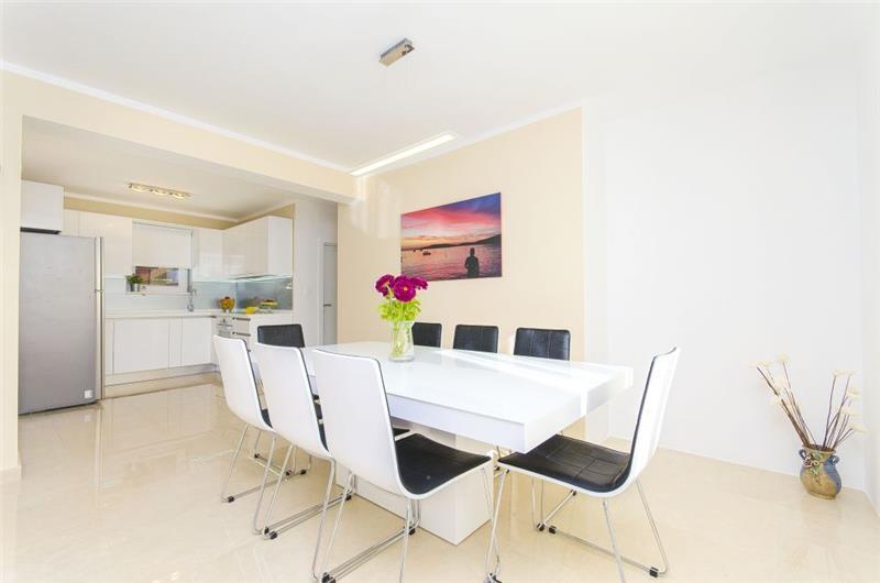 4 Bedroom Seaside Villa with Pool in Sevid, sleeps 8-10