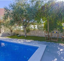 4 Bedroom Seaside Villa with Pool in Sevid, sleeps 8-10