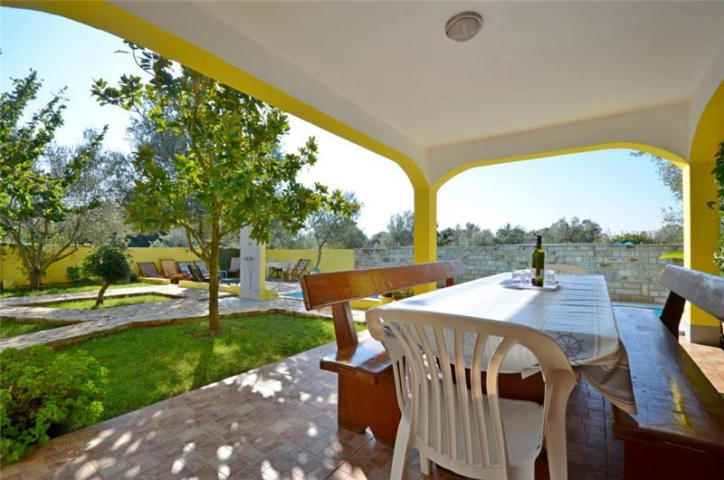 5 Bedroom Villa with Pool in Sukosan near Zadar, sleeps 10