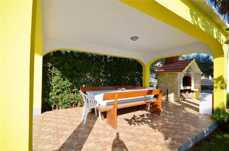 5 Bedroom Villa with Pool in Sukosan near Zadar, sleeps 10