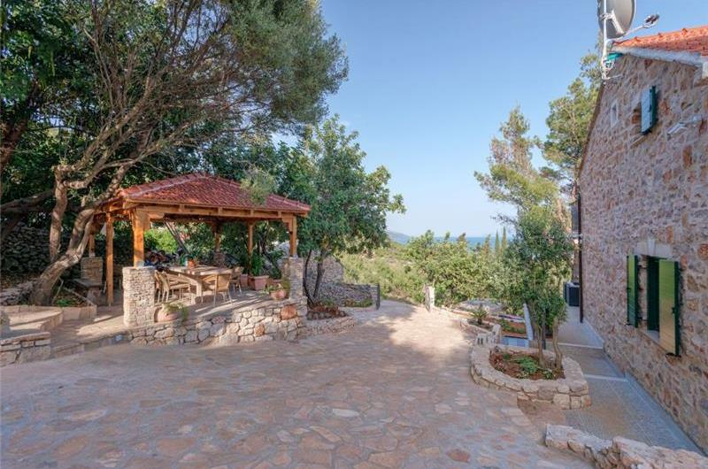 3 Bedroom Villa with Pool in Gromin Dolac, Hvar Island, sleeps 6-8