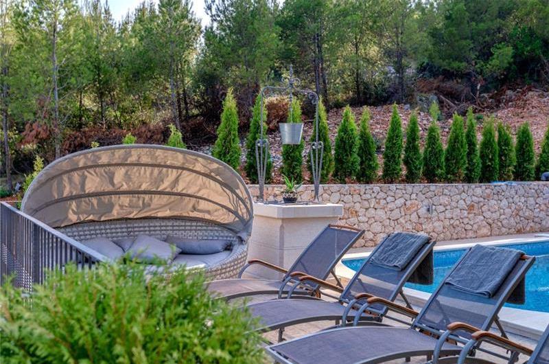 3 Bedroom Villa with Pool in Gromin Dolac, Hvar Island, sleeps 6-8