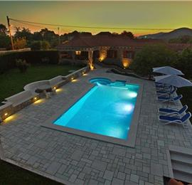 4 Bedroom Villa with Pool and Badminton Court near Molunat, sleeps 8