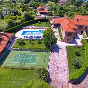 4 Bedroom Villa with Pool and Badminton Court near Molunat, sleeps 8