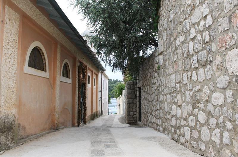 2 Bedroom Seaside Villa in Cavtat, sleeps 4-5