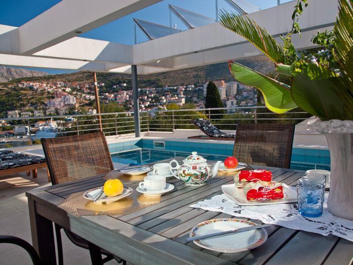 4 Bedroom Luxury Villa with Pool in Gruz-Lapad, Sleeps 8-10