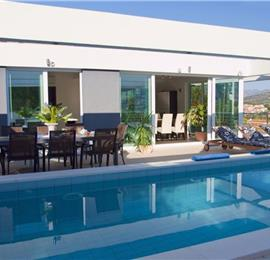 4 Bedroom Luxury Villa with Pool in Gruz-Lapad, Sleeps 8-10