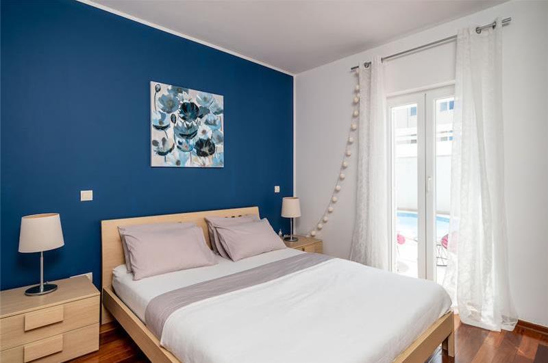 2 Bedroom Apartment with Pool in Babin Kuk near Dubrovnik City, sleeps 4