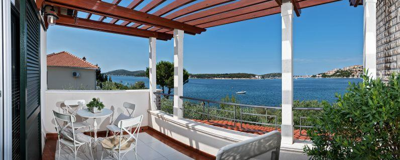 2 Bedroom Beachfront Apartment near Rogoznica, sleeps 4-6