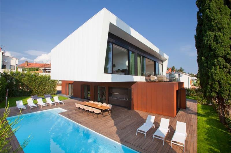 Luxury 5 Bedroom Beachfront Villa with Pool in Porec, sleeps 10-12