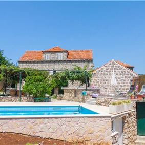 3 bedroom Villa with separate guest house and Pool, nr Dubrovnik, Sleeps 8