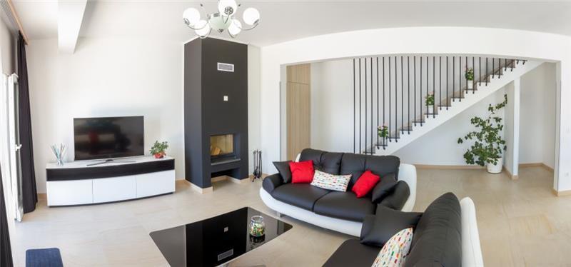 8 Bedroom Villa with Pool & Sea Views in Seget Vranjica near Trogir, sleeps 14