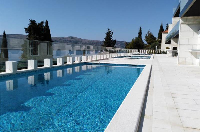 8 Bedroom Villa with Pool & Sea Views in Seget Vranjica near Trogir, sleeps 14