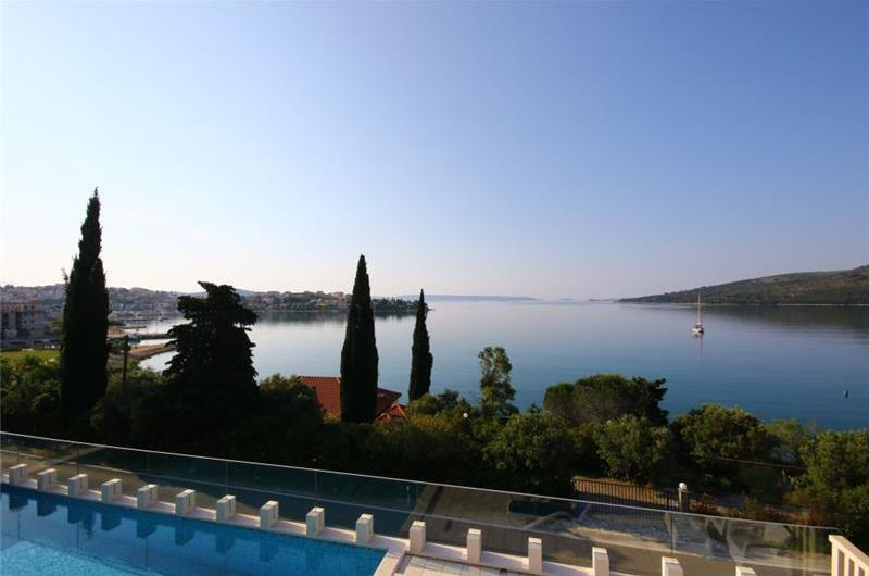 9 Bedroom Villa with Pool and Sea Views in Seget Vranjica near Trogir, sleeps 18-21