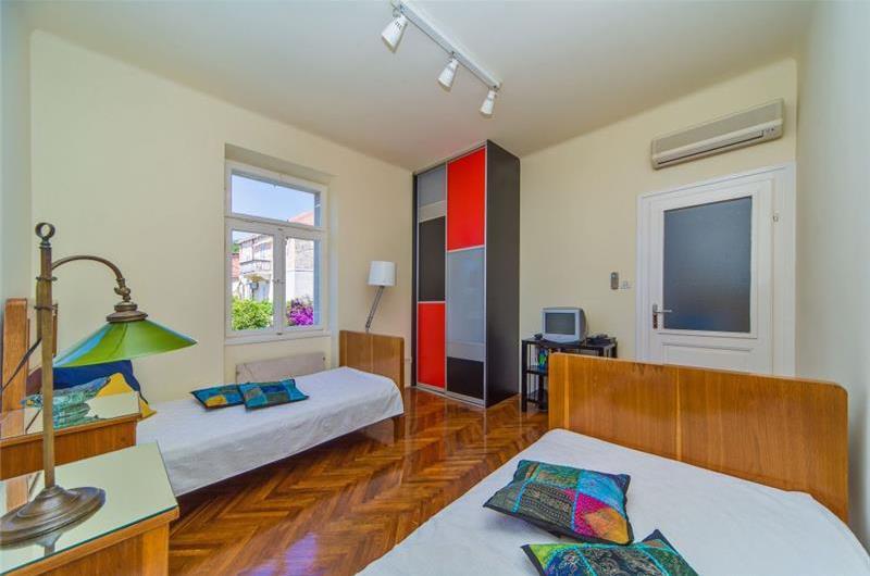 4 Bedroom Villa with Pool in Dubrovnik City, sleeps 8