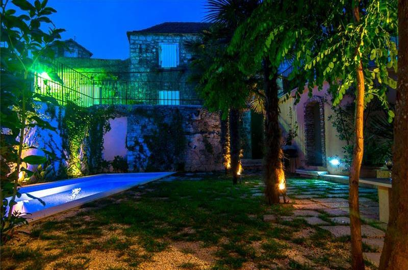 Luxury 4 Bedroom Villa with Indoor and Outdoor Pools in Jelsa, sleeps 8-12