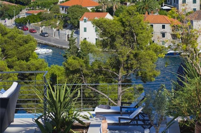 5 Bedroom Villa with Infinity Pool and Sea Views in Splitska, Brac Island - sleeps 10