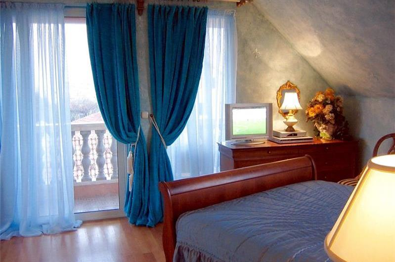 3 Bedroom Duplex Apartment with Roof Terrace in Split, sleeps 6