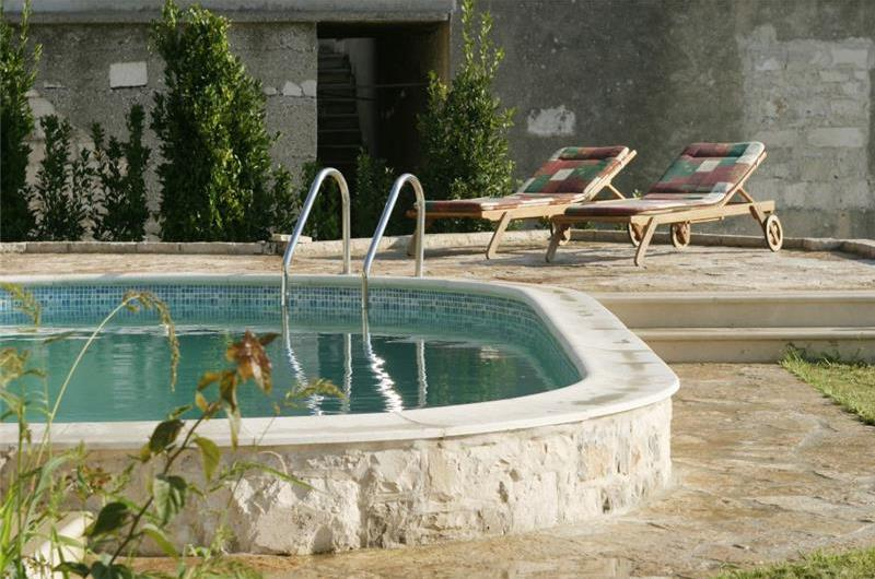 3 Bedroom Villa in Sumartin with Pool, Sleeps 6-8