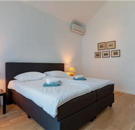 4 Bedroom Brac Island Villa near Sumartin with Pool, Sleeps 8