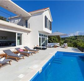 4 Bedroom Villa with Pool near Sumartin, sleeps 8