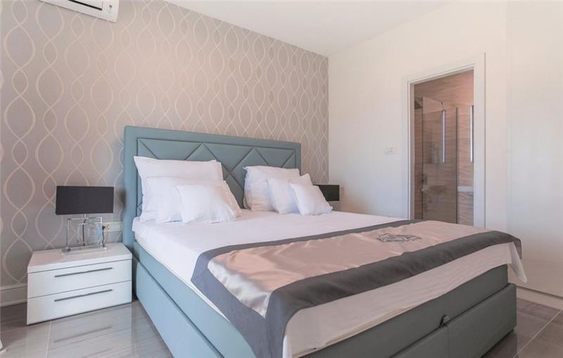 5 Bedroom Beachfront Villa with Pool on Hvar Island, sleeps 10-12