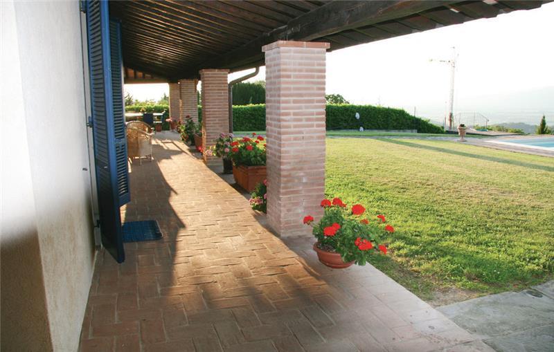 3 Bedroom Apartment with Shared Pool, near Citta di Castello, sleeps 5