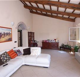 6 Bedroom Villa with Pool, near Castel del Piano, sleeps 12-14