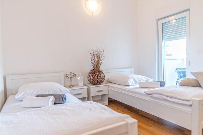 4 Bedroom Villa with Pool near Porec, sleeps 8