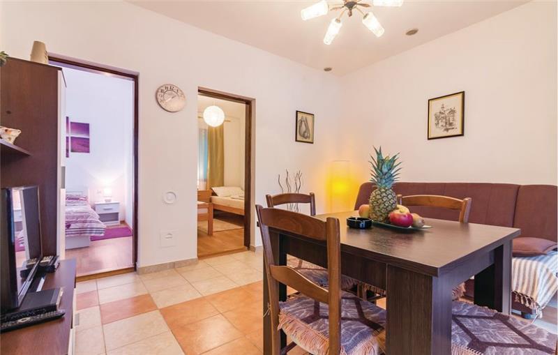 2 Bedroom Apartment with Sea Views in Krnica, sleeps 4-6
