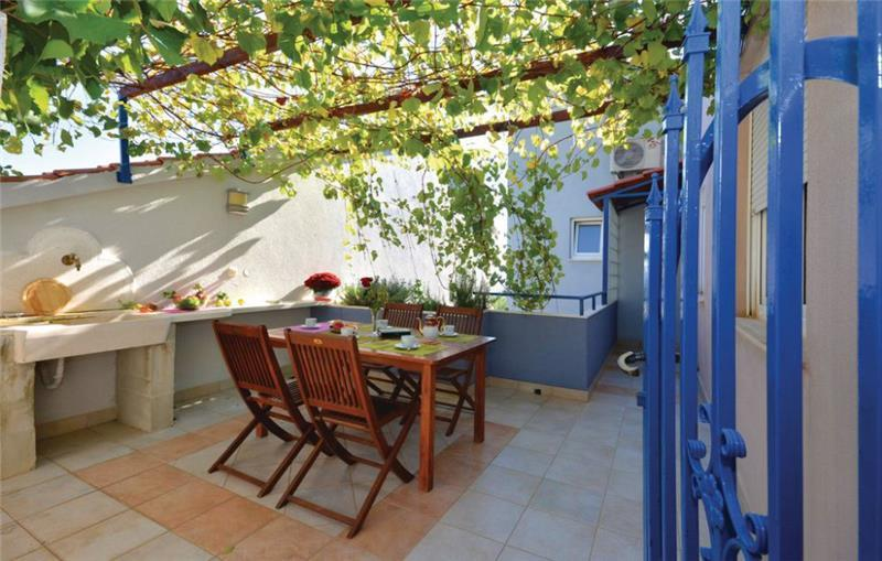2 Bedroom Apartment with Balcony and Sea View on Hvar Island, Sleeps 4-5