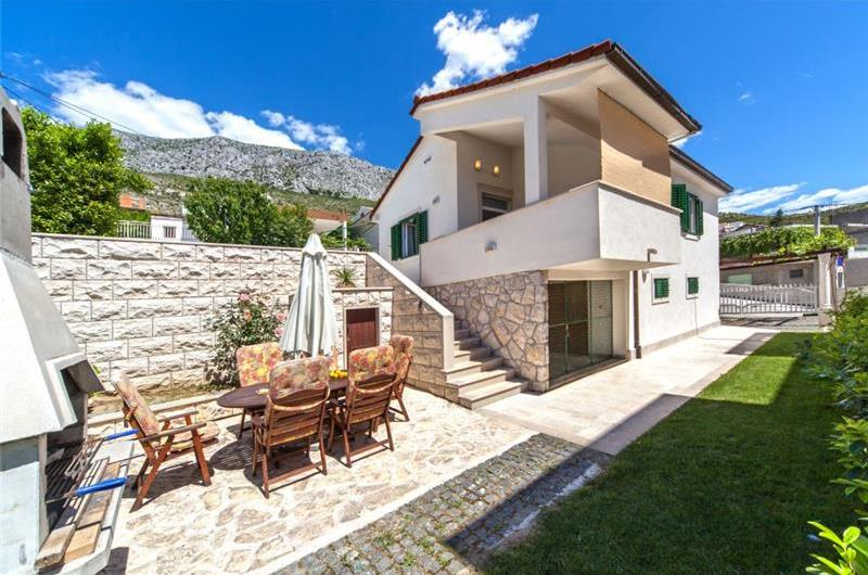 2 Bedroom Seaside Villa with Pool near Omis, sleeps 4-5