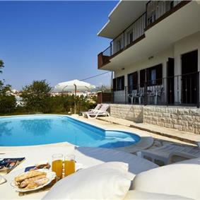 4 Bedroom Villa with Pool in Split City, sleeps 6-10