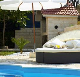 4 Bedroom Villa with Pool in Split City, sleeps 6-10
