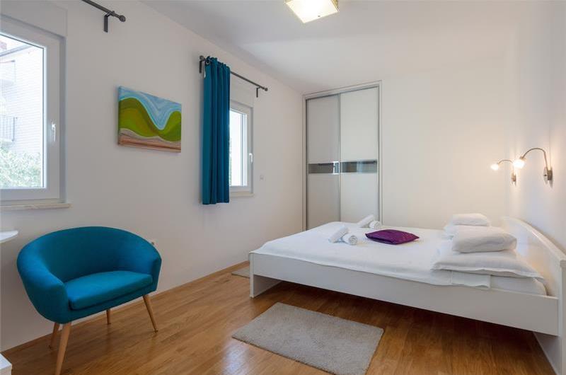 4 Bedroom Seaside Villa with Heated Pool in Podstrana, sleeps 9-10