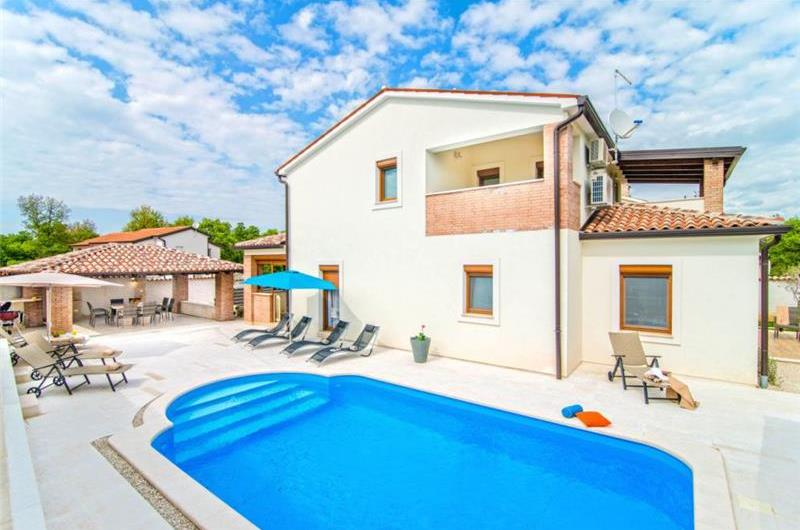 4 Bedroom Villa with Pool near Porec, sleeps 8