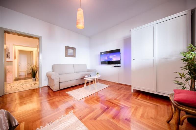 Spacious 2 Bedroom Seaview Apartment in Hvar Town, sleeps 4-6