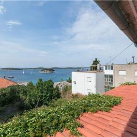 Spacious 2 Bedroom Seaview Apartment in Hvar Town, sleeps 4-6