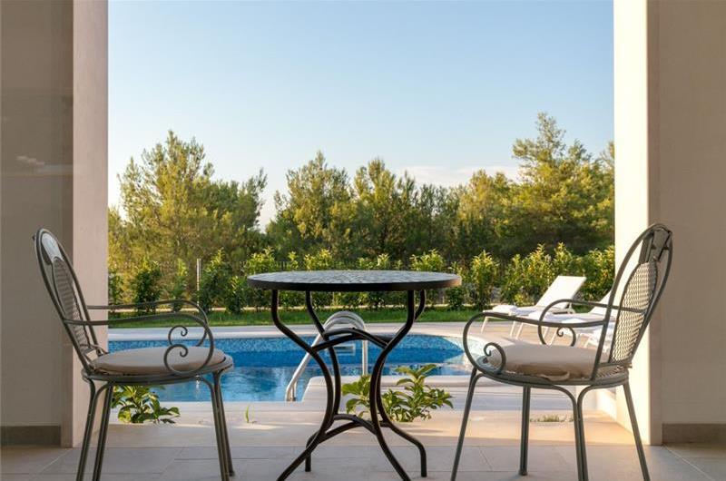 4 Bedroom Seaside Villa with Pool near Milna, sleeps 7-8