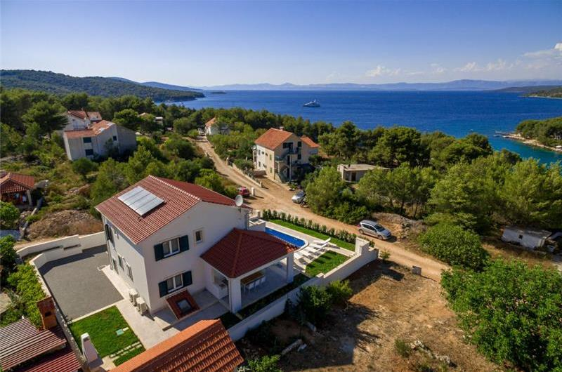 4 Bedroom Seaside Villa with Pool near Milna, sleeps 7-8