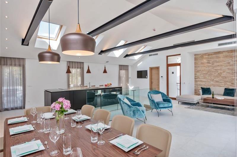 5 Bedroom Luxury Seafront Villa with Heated Pools in Milna, Brac Island, sleeps 10