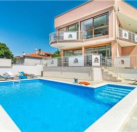 3 Bedroom Seaside Villa with Pool in Novigrad, sleeps 6