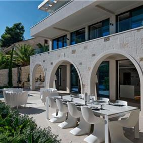 5 Bedroom Luxury Beachfront Villa with Heated Pool, Maid and Concierge near Sumartin, Brac Island, sleeps 10-11