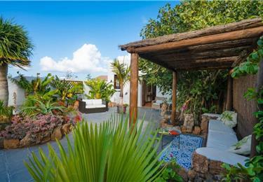 1 Bedroom Apartment with Secret Garden near Costa Teguise, sleeps 2